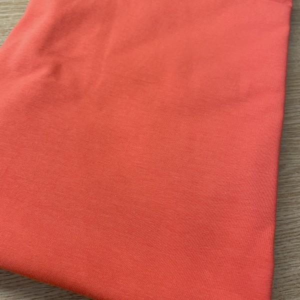 Koralovo červená
